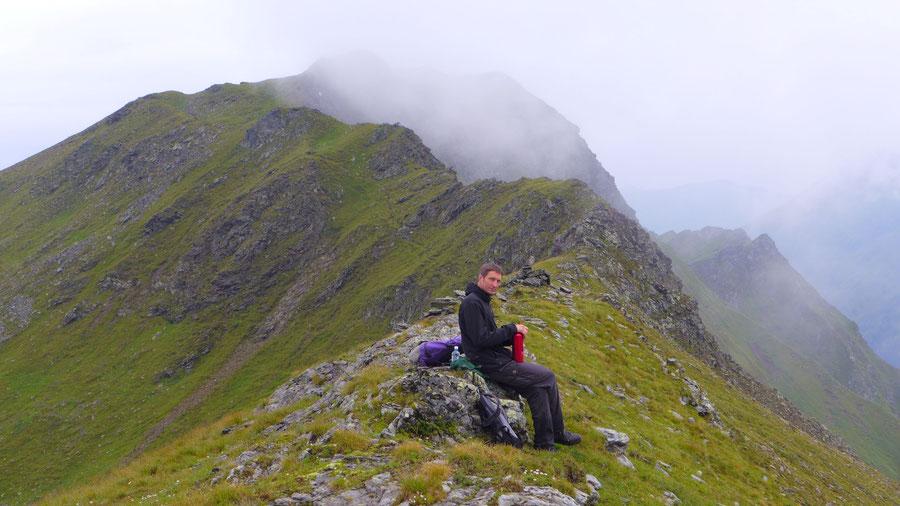 Erstes Etappenziel auf der Nordwestroute war die Schrankeckscharte (2329 m). Im Hintergrund eine Wegspur, die vermutlich auf's Große Schrankeck führt.
