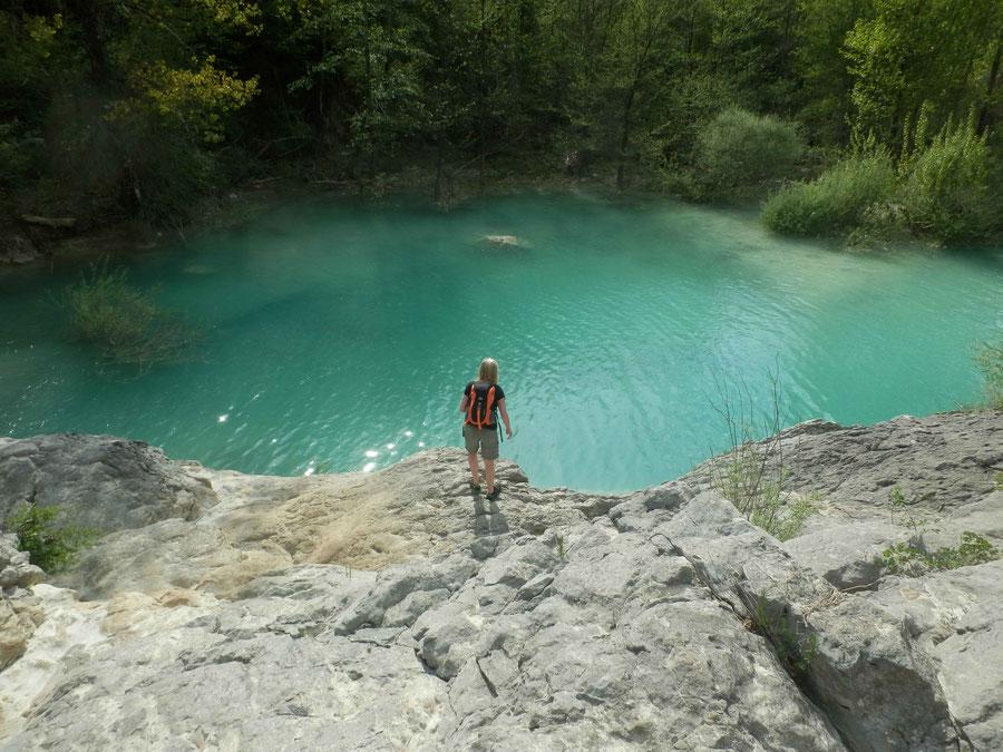 der ausgewaschene Teich beim Wasserfall Zelenscak