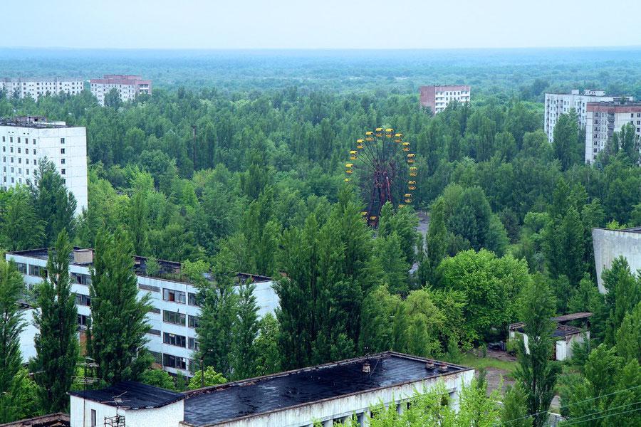 Blick vom 16-geschossigen Parteigebäude auf das bekannte Riesenrad