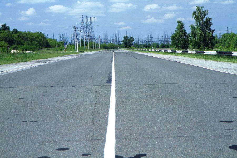 Straße vor dem Tschernobyl-Umspannwerk