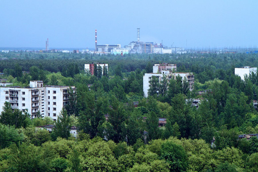 Blick vom 16-geschossigen Parteigebäude auf Reaktor Nr. 4