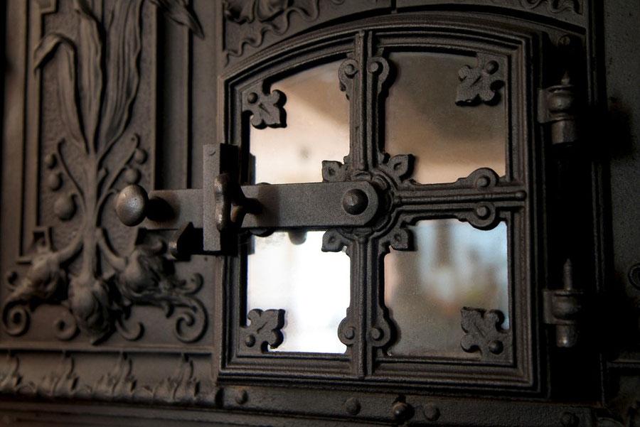Tür des Steinbackofens