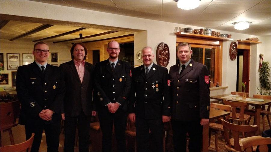 Bürgermeister Richard Roos begrüßt den neuen Kreisbrandinspektor Michael Rohm. Erster Kommandant ist weiterhin Sebastian Englert, sein Vertreter ist Ralph Diehm.