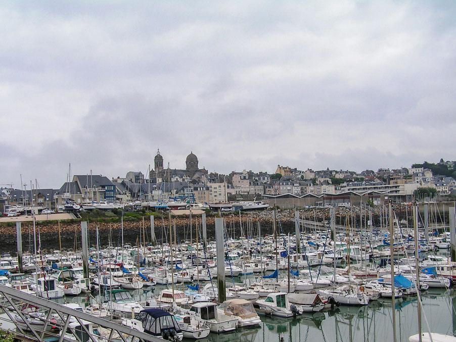 Bild: Blick in den Sportboothafen von Grandville-sur-mer