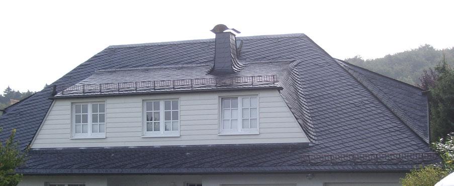 Schiefer in Schuppenform Klempnerarbeiten Lawinenstopp Schneefanggitter