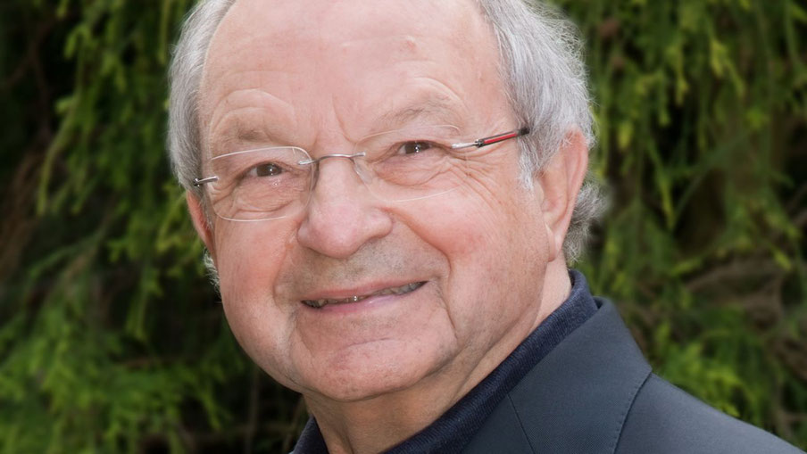 Johannes Schneider, Pressesprecher der Kathl. Kirche und Vorsitzender des Kultur-Vereins, hat die Rolle des Evangelisten übernommen
