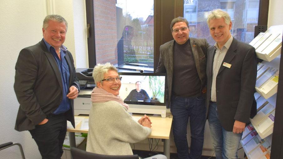 Präsentierten der Tageblatt-Redakteurin Claudia Ellersiek das neue Angebot: Rentenberater Bernd Staud, Bürgermeister Thomas Köppl und Fachbereichsleiter Volker Dentzin