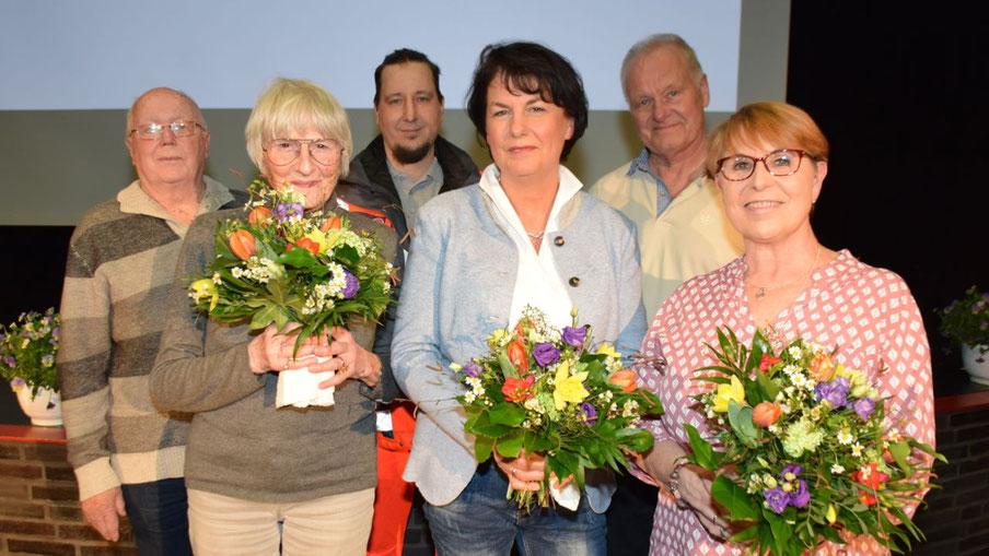 Ehrung für Wilfried Marquardt, Ursula Gudelius, Helge Timm, Dorothe Diessen, Peter Buschner und Renate Horn-Behn (v.l.)