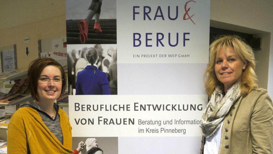 Quickborns Gleichstellungsbeauftragte Hannah Gleisner und Brigitte Pisall (Frau und Beruf Pinneberg) stellen das Programm vor