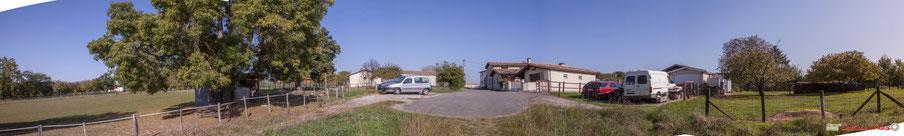 Au sortir du chemin de randonnée Cénac-Mons, le hameau du Cloutet, Cénac, Gironde. 16/10/2017