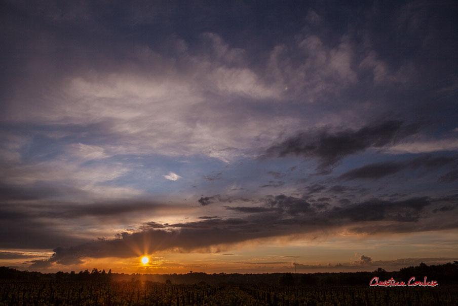 Ciels et nuages, samedi 18 avril 2020, 20h36, le Garde, Cénac. Photographie : Christian Coulais / 24mm