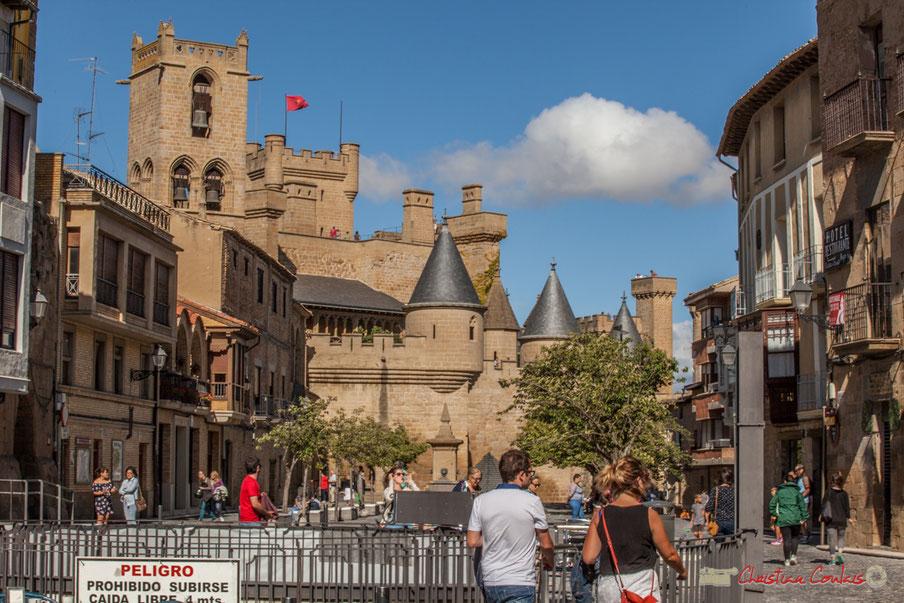 Place Carlos III le Noble et Palais royal d'Olite, Navarre / Plaza Carlos III el Noble y Palacio Real de Olite, Navarra