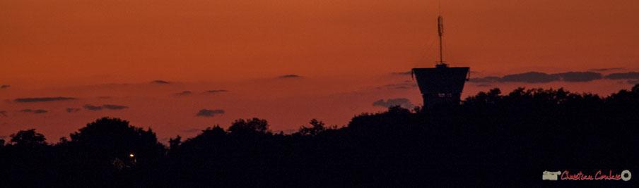Coucher de soleil sur Carignan-de-Bordeaux, tandis qu'à l'opposé la lune se lève. Cénac, 6/10/2017