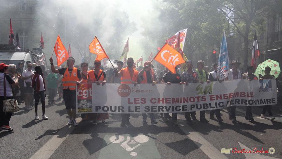 """Convergence des luttes """"Les cheminots ensemble pour un service public ferroviaire"""" Syndicats cheminots CGT / CFDT / SUD / UNSA. Photographie Christian Coulais. Bordeaux , 19/04/2018"""