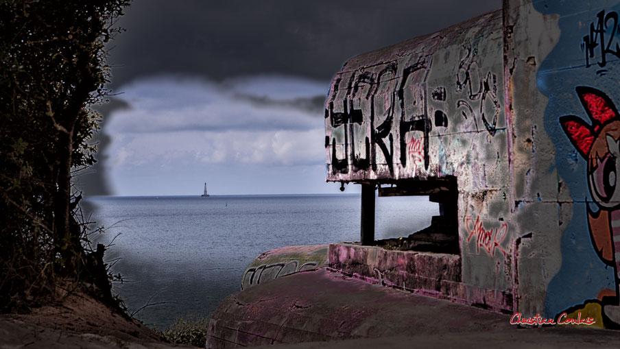 Phare de Cordouan depuis la batterie des Arros, mur de l'Atlantique. Association historique de la poche du Nord-Médoc, Soulac-sur-Mer. Samedi 3 juillet 2021. Photographie © Christian Coulais