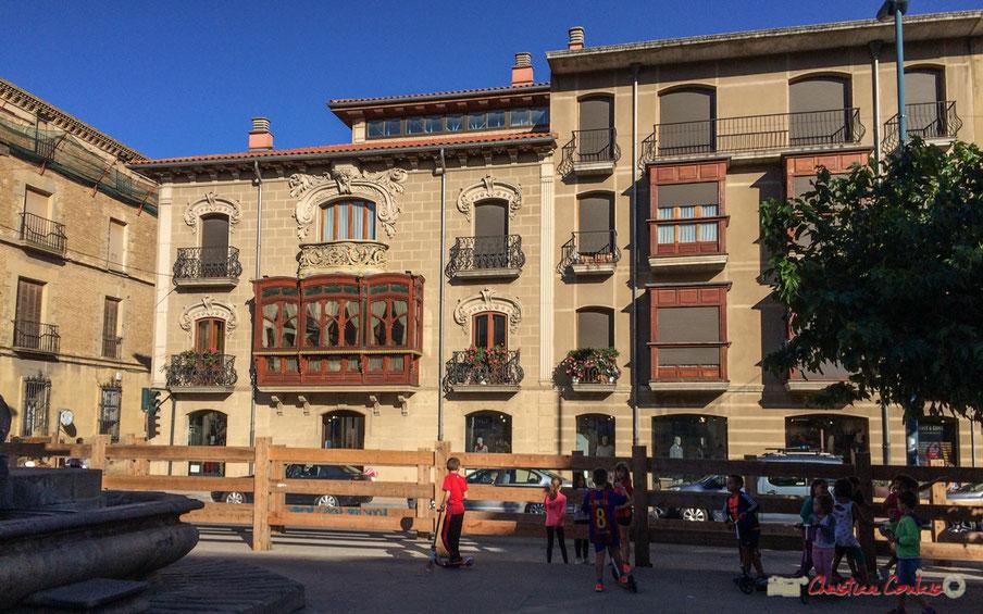 Plaza Francisco de Navarra / Avenida de Severino Fernández Ibilbidea, Tafalla, Navarra