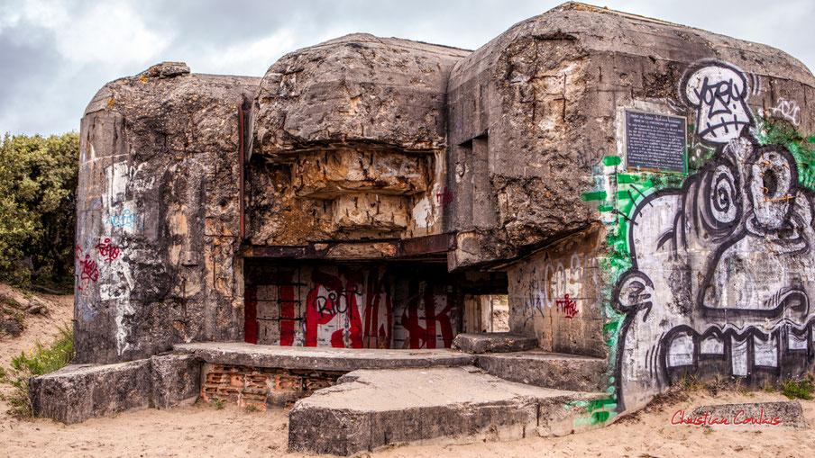 Plaque commémorative, batterie des Arros, mur de l'Atlantique, Soulac-sur-Mer. Samedi 3 juillet 2021. Photographie © Christian Coulais