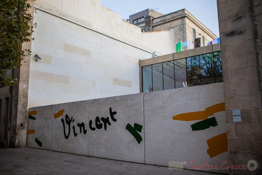 """""""Vincent"""" Bertrand Lavier, 2014. Portail pour la Fondation Vincent van Gogh. 2,30 m X 12 m Résine sur mousse polyuréthane"""