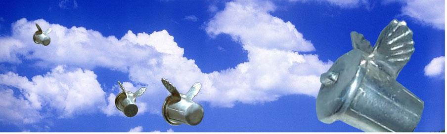 Flying Trashcan 空飛ぶトラシュカン あなたの悩み、悲しみ、怒りなどネガティブなものをどこか遠いところへ持ち去ってくれる。