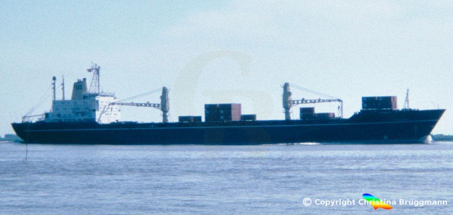 """Dänische EAC Containerschiff """"FIONIA"""" auf der Elbe 1983"""