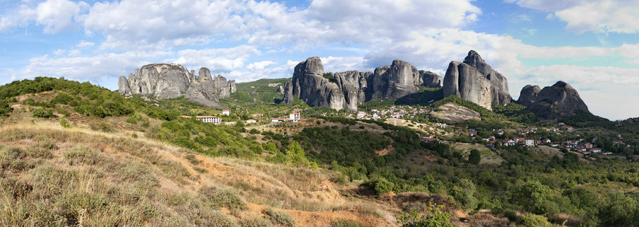Die Metéorafelsen und das Dorf Kastraki Thessalien Griechenland