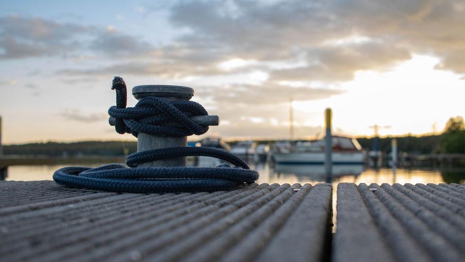 Poller auf der Steganlage der Yachtliegeplätze Werbellinsee
