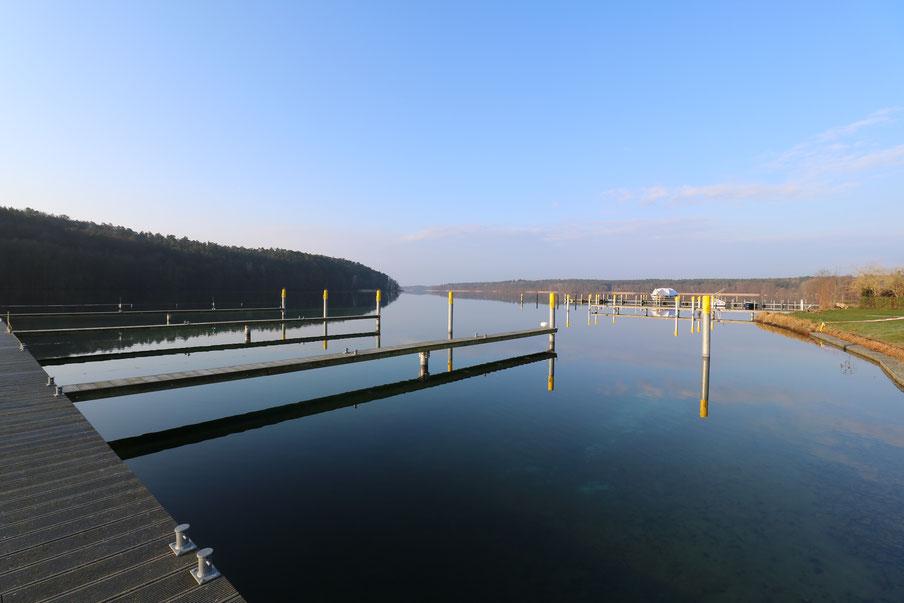 Yachtliegeplätze, Bootsliegeplätze und Hausbootliegeplätze für Yachten, Boote und Hausboote an der Steganlage am Werbellinsee