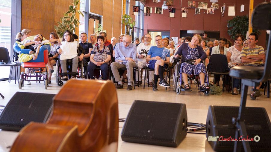 Le public à Handivillage 33, en attente du concert de Belzaii. Association JAZZ360; Camblanes-et-Meynac, samedi 14 septembre 2019