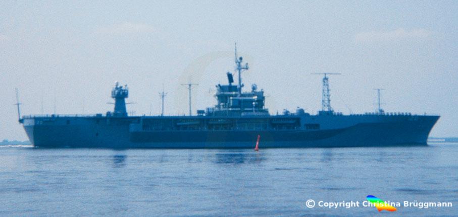 """USS """"MOUNT WHITNEY"""" auf der Elbe 1983"""