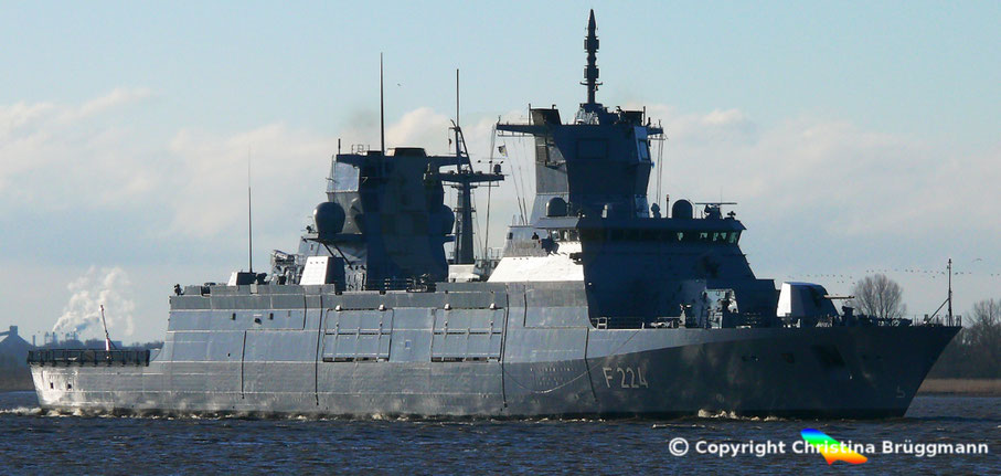Bundesmarine Fregatte SACHSEN-ANHALT (F 224) der 125-Klasse, auf Probefahrt, 20.03.2018