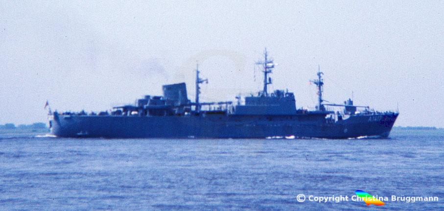 Bundesmarine Verorger OFFENBURG A 1417 auf der Elbe 1983