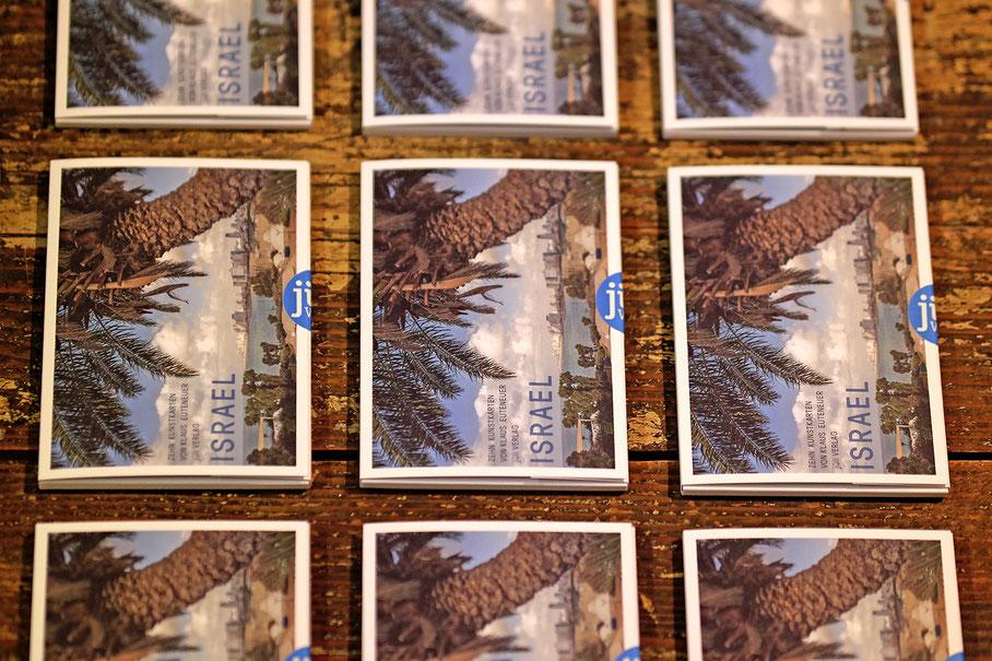 Zehn farbige Fotokarten mit Aufnahmen aus Israel von Klaus Euteneuer. Das Kartenset ist auf hochwertigem Feinkarton gedruckt und in einer attraktiven Mappe gefasst. DIN A6, 300g Feinkarton Fedrigoni Marcate Acquerello.