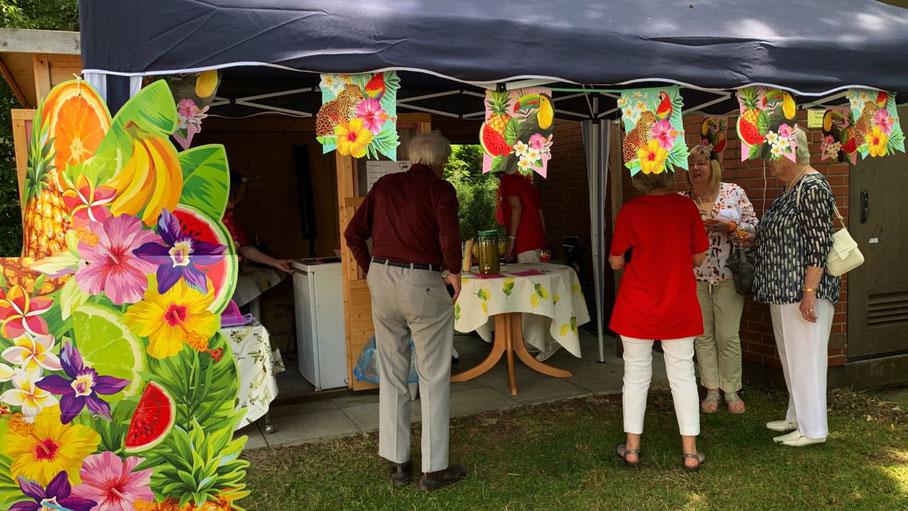 Unter bunt geschmückten Zelten feierten die AWO-Gäste (alle Fotos: AWO)