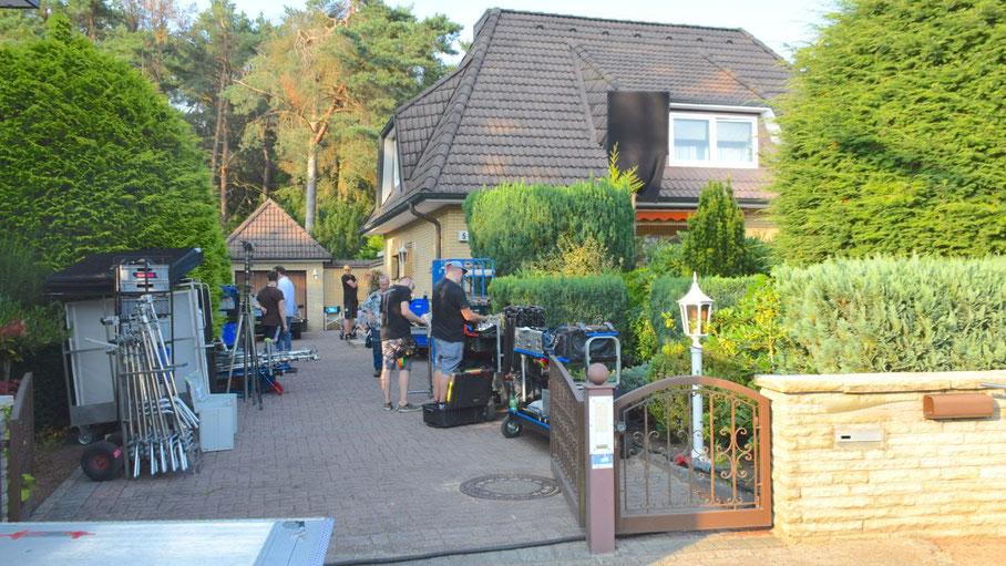 Mit großem Equipment war die Film-Crew zu den Dreharbeiten in Quickborn-Heide angerückt