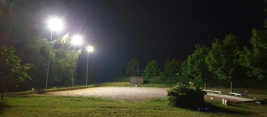 Dressurviereck 20x40 im Dunkeln