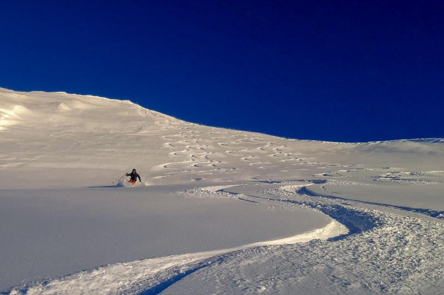 De Vennspitze is een erg populaire skitourberg. Normaal ziet deze helling eruit als een piste maar nu zijn alleen wij er.