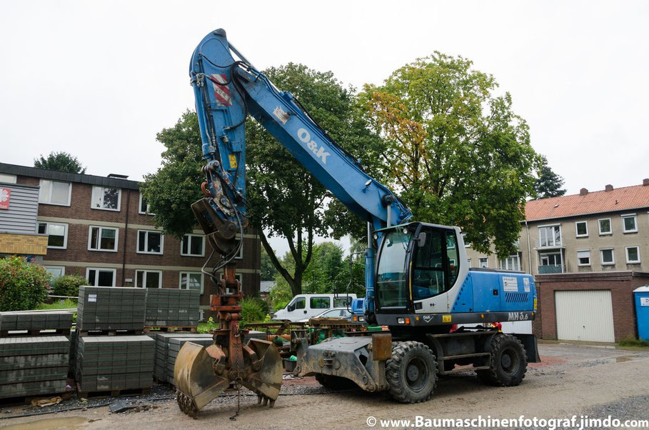 Kanalsanierung der Max-Planck-Straße: Ein O&K MH 6.6 ist neu auf der Baustelle