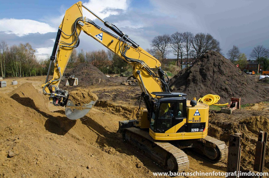 Cat 328D mit Verstellausleger