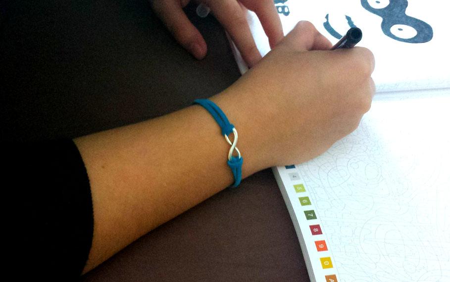 Bracelet infini bleu turquoise, argenté, fait main, idée cadeau