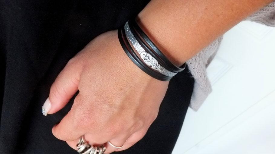 Bracelet en cuir noir, femme, sa plume, ses paillettes, manchette, fait main en France