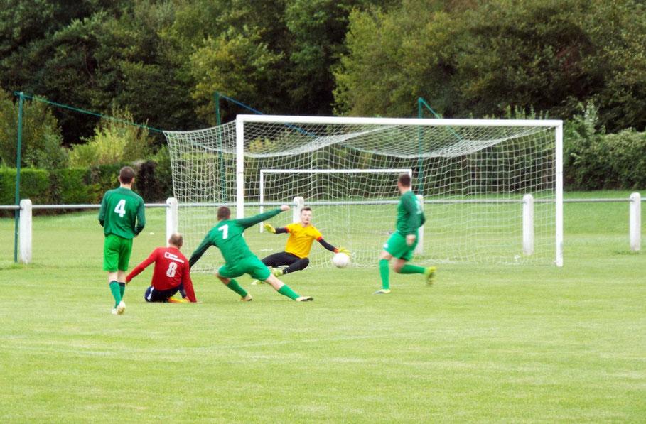51ème : sur cette action au milieu de trois défenseurs, Guillaume Grévin ouvre le score