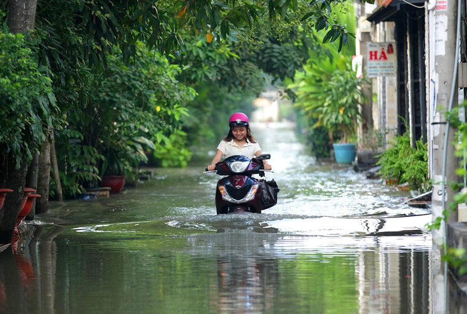 Vietnam Weather, Flood,Thao Dien, Saigon, Ho Chi Minh City, HCMC, tropischer Regen, tropical rain,
