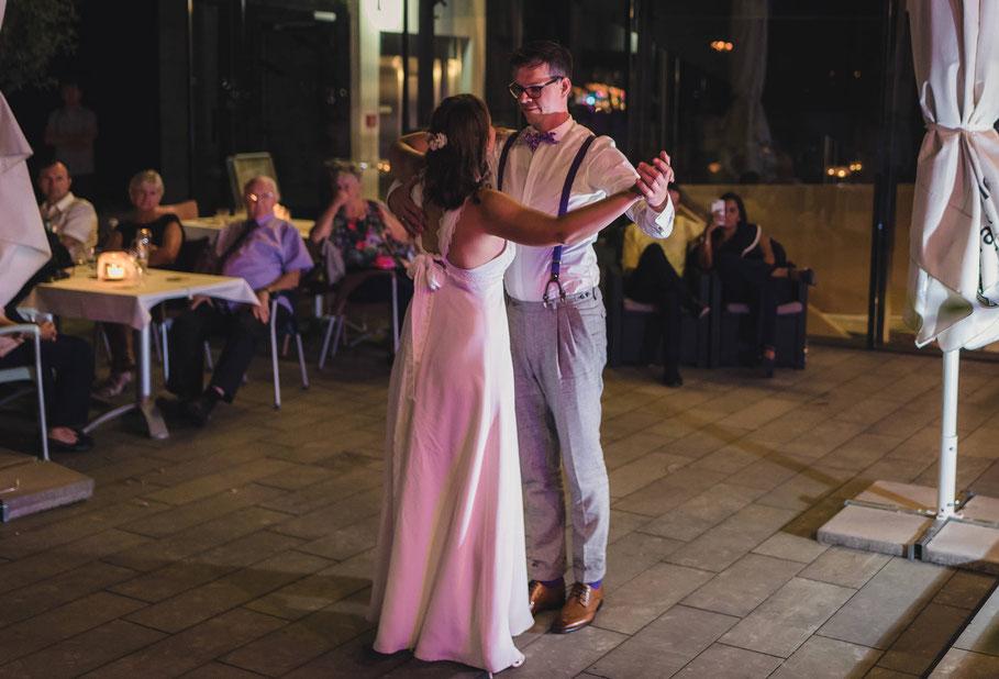 Hochzeit, der beste Fotograf, Russelsheim am Main, Nauheim, Bischofsheim, Bauschheim, Hessen, Fotografie, Reportage, Portrait,  Bräutigam, Braut, der erste Tanz
