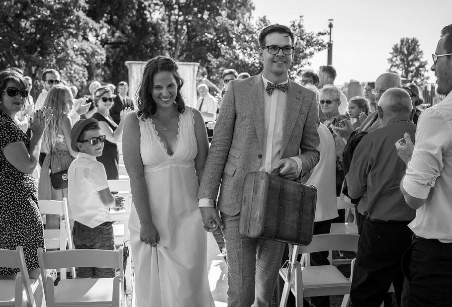 Hochzeit, der beste Fotograf, Russelsheim am Main, Nauheim, Bischofsheim, Bauschheim, Hessen, Fotografie, Reportage, Portrait,  Bräutigam, Braut, Fotoshooting,, Ende der Zeremonie