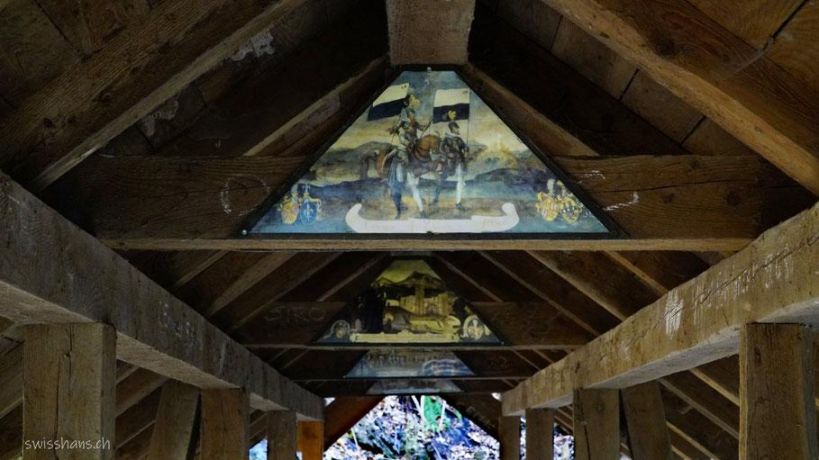 Bildtafeln an der Holzbrücke beim Grossbach-Wasserfall auf dem Pfarrer-Künzle-Weg Vilters-Wangs