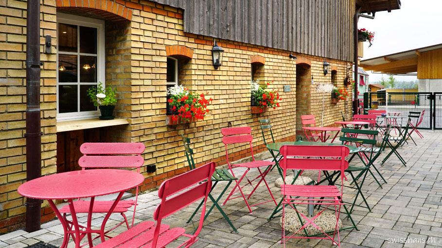 Gartentische im Café Mäser im Feld Marbach