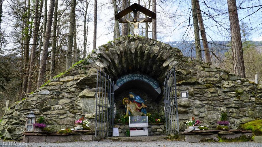 Pfarrer-Künzle-Grotte auf dem Pfarrer-Künzle Weg bei Vilters-Wangs