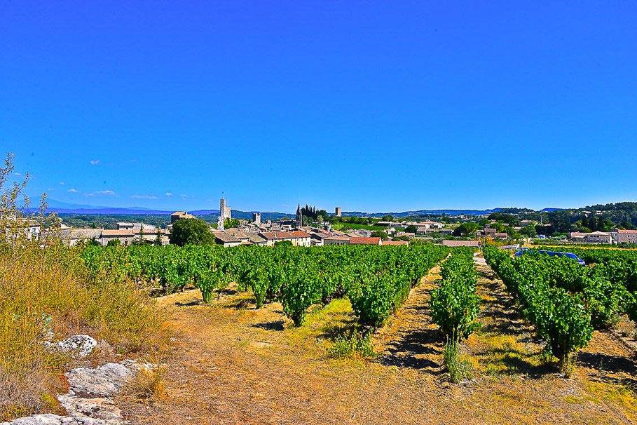 Bild: Blick auf Aiguèze an der Ardèche, an der Grenze des Département Gard zurm Département Ardèche