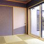 2階には和室も用意。見晴らしの良い窓から外を眺めながら、くつろぎのひと時を過ごせます。