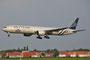 Auch die KLM ist Mitglied im Skyteam und hat diese 777-300 und ....